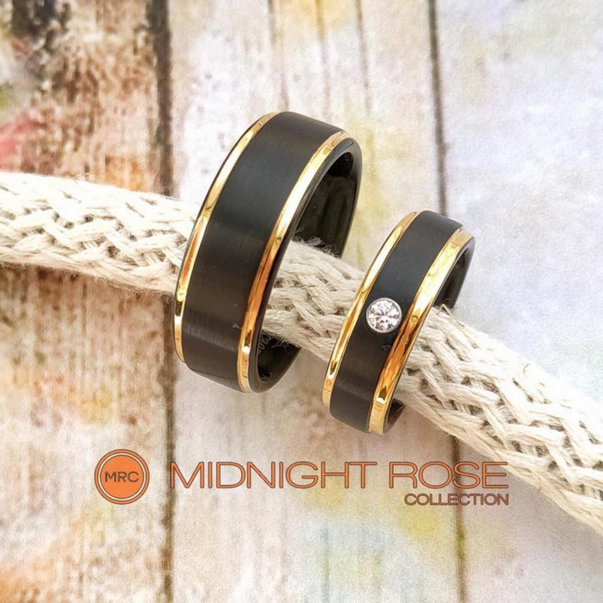 Черные вольфрамовые обручальные кольца с фианитом